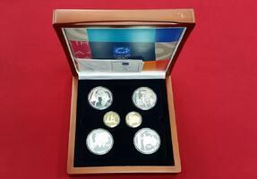 4 x 10 Euro Silber, 2 x 100 Euro Gold 2004...