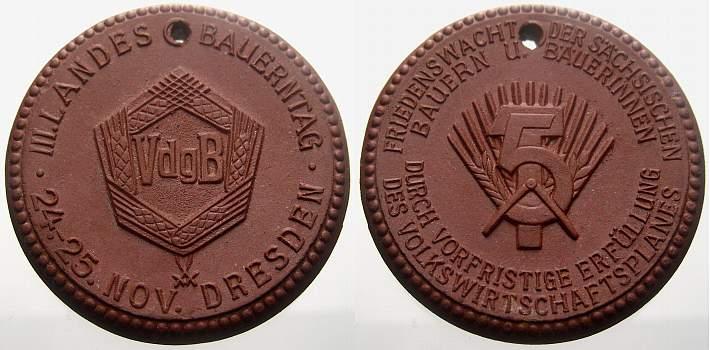 Porzellanmedaille 1951 Porzellan Porzellanmedaillen. Vorzüglich, gelocht
