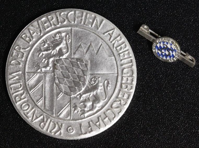 Medaille + Anstecknadel o.J. Bayern Kuratorium der Bayerischen Arbeitgeberschaft - Für 25 Jahre treue Mitarbeit vz-st/Etui