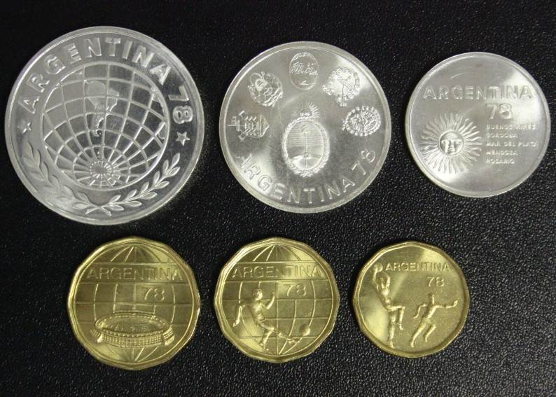 Satz 20 Pesos - 3000 Pesos 1977 Argentinien Fußball-WM Argentinien 1978 - incl. Silber f.st/min.fleckig/ Original-Etui*