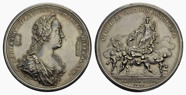Silbermedaille 1745, v.P.Werner RÖMISCH-DEUTSCHES REICH Maria Theresia, 1740-1780. Vs. Leichte Broschierspur, sehr schön - Vorzüglich .