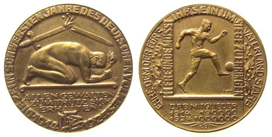 Medaille 1924 Sport Bronze DFB - auf den 10. Jahrestag des Beginns des 1. Weltkrieges, Nackter, niederkauender Jüngling, darüber zerbrochenes Schwer vz