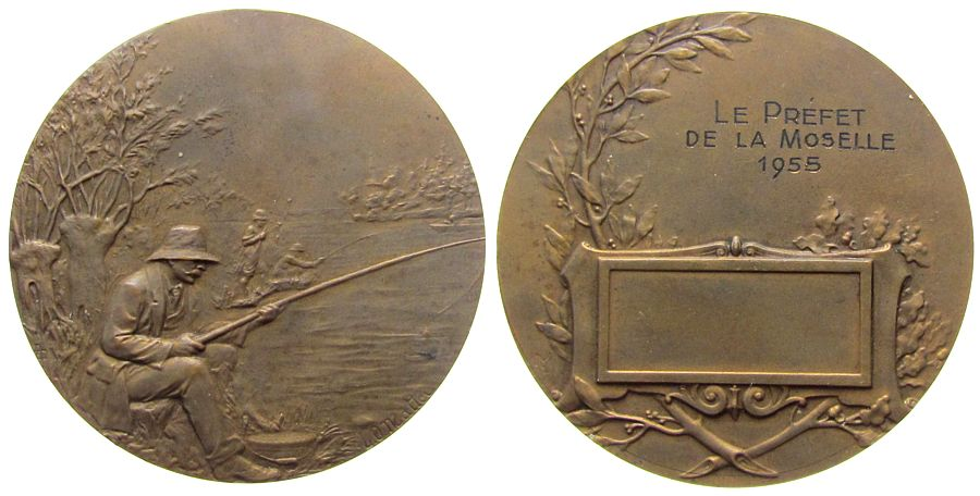Medaille 1955 Frankreich Bronze La Prefet de la Moselle 1955, Angler am Fluß / Gravur mit leerem Gravurfeld, v. L.O. Mattei, ca. 49,5 MM vz
