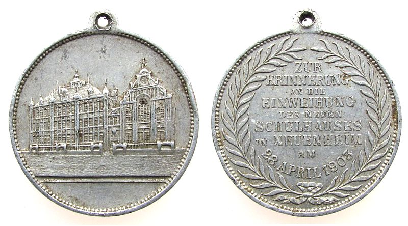 tragbare Medaille 1903 Heidelberg Aluminium Neuenheim - auf die neue Schule, Schulgebäude / Mehrzeiler, v. lauer, ca. 33,3 MM, Randstoß ss