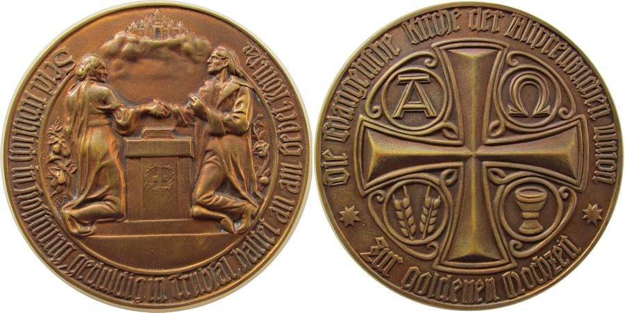 Medaille o.J. Gelegenheitsmedaillen Bronze Goldene Hochzeit, Evangelischen Kirche der Altpreußischen Union, Ehepaar reicht sich über einem Altar die Hand / Kreuz, v vz