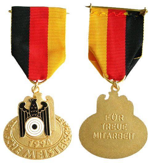 Teilnehmerplakette am Band 1994 Schützen nach 1945 -- Deutsche Meisterschaft 1994, für treue Mitarbeit, ca. 37 x 37,5 MM vz-stgl