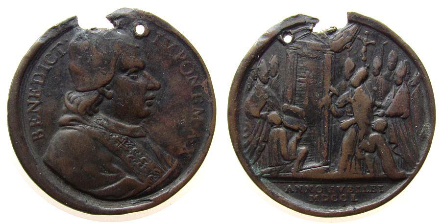 Medaille 1750 Vatikan Bronze Benedict XIV (1740-58) - auf das heilige Jahr, A X, Brustbild nach rechts / Öffnung der heiligen Pforte, gelocht, Randaus schön