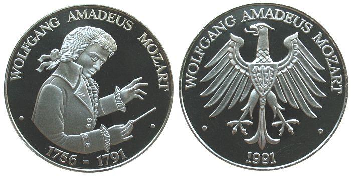 Medaille 1991 Musik . Mozart Wolfgang Amadeus (1756-1791), Mozart als Dirigent / Adler, ca. 40 MM pp