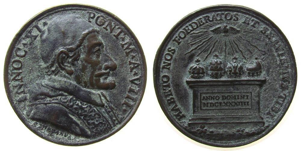 Medaille 1684 Vatikan Bronze Innozenz XI (1676-89) - auf das Bündnis gegen die Türken, Brustbild nach rechts / auf einem Altar liegen die Kronen von L ss