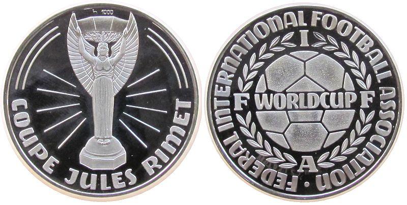 Medaille o.J. Sport Silber Jules Rimet Pokal - FIFA, FEDERAL INTERNATIONAL FOOTBALL ASSOCIATION FIFA WORLDCUP, ca. 35 MM, ca. 15 Gramm, minimale Han pp