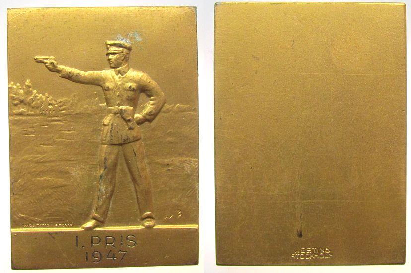 Plakette 1947 Schweden Bronze vergoldet Pistolenschießen - 1. Preis, v. Westins - Stockholm, ca. 37 x 51 MM ss-vz