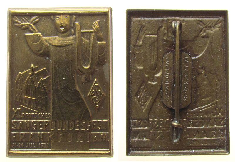 Anstecker 1932 Frankfurt Bronze Frankfurt - XI. Deutsches Sängerbundesfest, Sänger mit Laute vor Frankfurter Römer, v. Wiedmann, ca. 26 x 37,3 MM, intakt vz