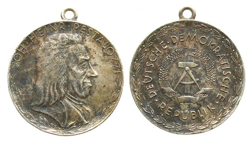 Medaille o.J. DDR -- Pestalozzi - DDR, ca. 32,5 MM, kleine Randfehler ss