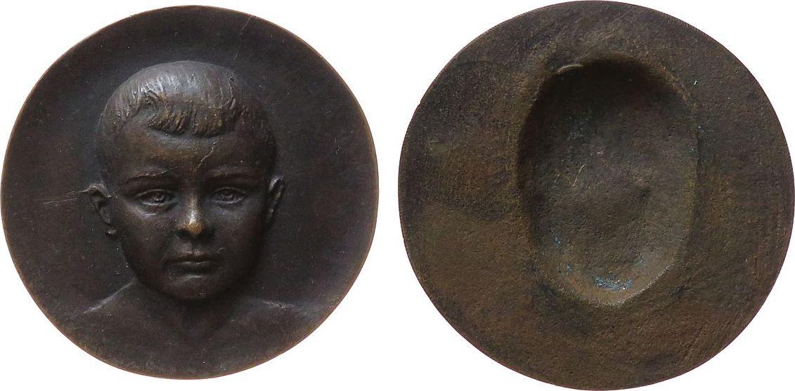Medaille o.J. Gelegenheitsmedaillen Bronzeguß erhabener Kopf eines Knaben, hergestellt in der Gießerei Noack / Leipzig (Randpunze), ca. 65 MM vz