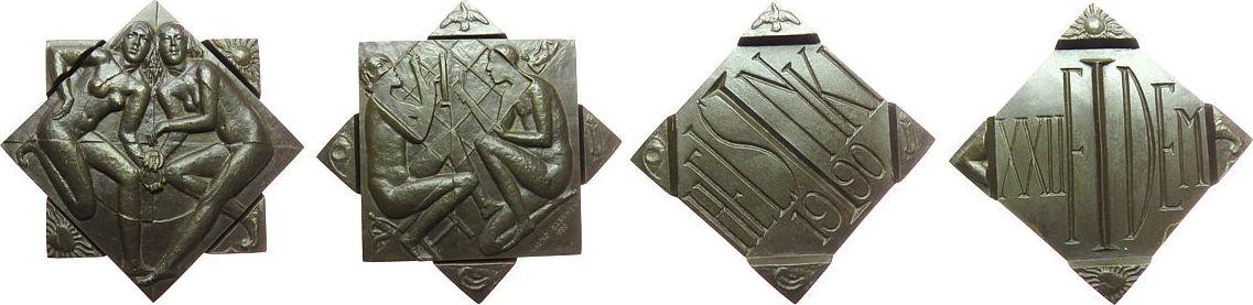 Medaille 1990 Finnland Bronze Helsinki - auf den XXII. FIDEM Kongress, zweiteilige Medaille, zwei nackte weibliche Gestalten mit Medaillen / sitzende F gußfrisch