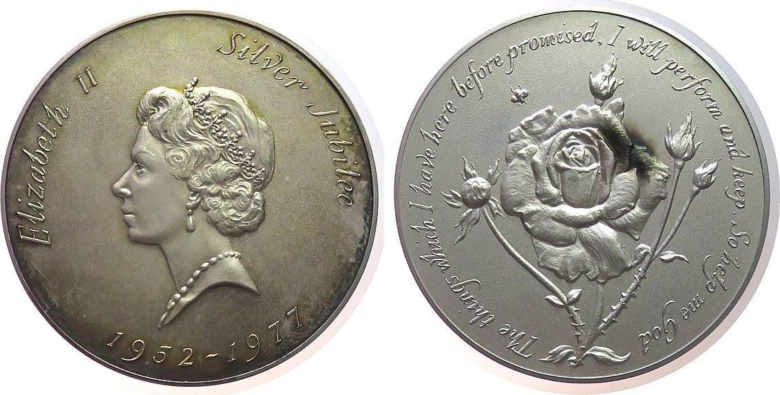 Medaille 1977 Großbritannien Silber Elisabeth II - auf Ihr silbernes Regierungsjubiläum, Büste mit Diadem nach links / Rose, ca. 57 MM, ca. 77 Gramm, Patina, prägefrisch