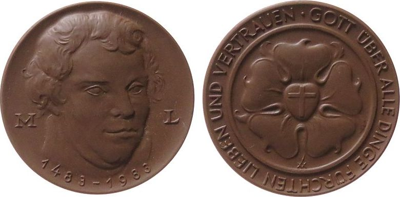 Medaille 1983 o.J. Porzellan Böttger Steinzeug Luther Martin (1483 -1546) - auf seinen 500. Geburtstag, Büste halbrechts / Lutherrose, ca. 63,5 MM, braun prägefrisch