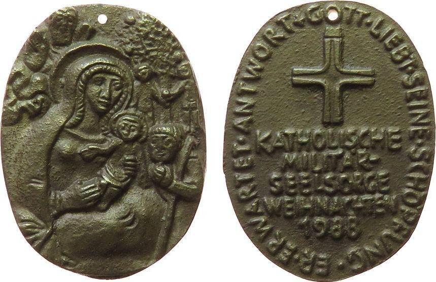 Medaille 1988 Weihnachtliche Motive Bronzeguß Katholische Militärseelsorge - Weihnachten, Krippenszene / Mehrzeiler, ca. 45 x 33,5 MM, Original gelocht vz