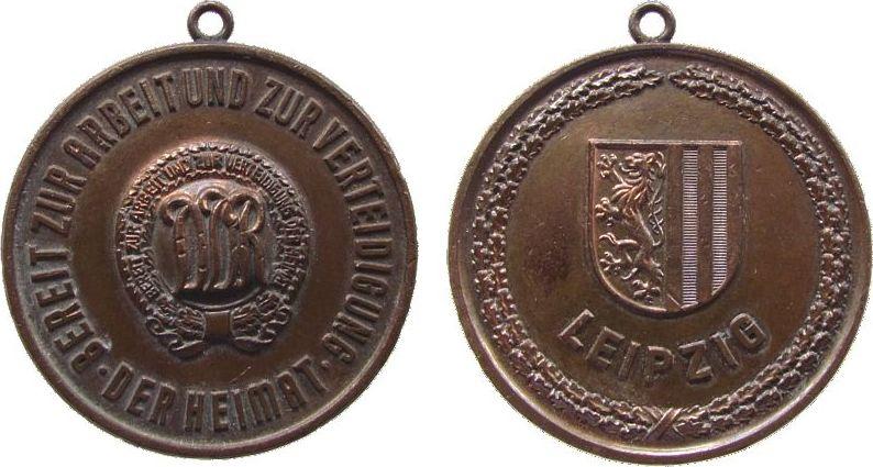 tragbare Medaille o.J. DDR Bronze Leipzig - Bereit zur Arbeit und zur Verteidigung der Heimat, ca. 40,8 MM vz