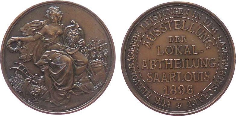 Medaille 1896 Landwirtschaft Bronze Saarlouis - für hervorragende Leistungen, Stadtgöttin inmitten landwirtschaftlicher Gerätschaft / Schrift, v. Lauer, ca. vz