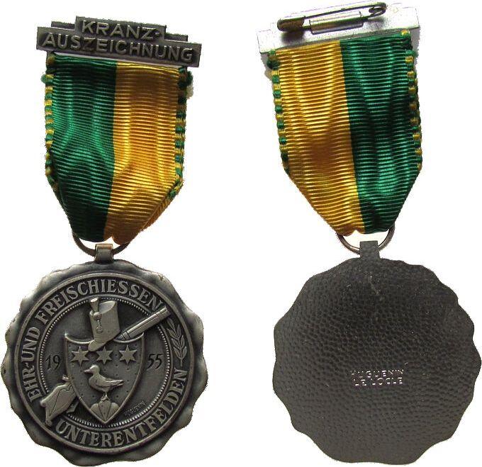 tragbare Medaille 1955 Schützen Weismetall Unterendfelden - Kranzauszeichnung, Wappen vor Gewehr und Umschrift, Medaille ca. 43 MM vz