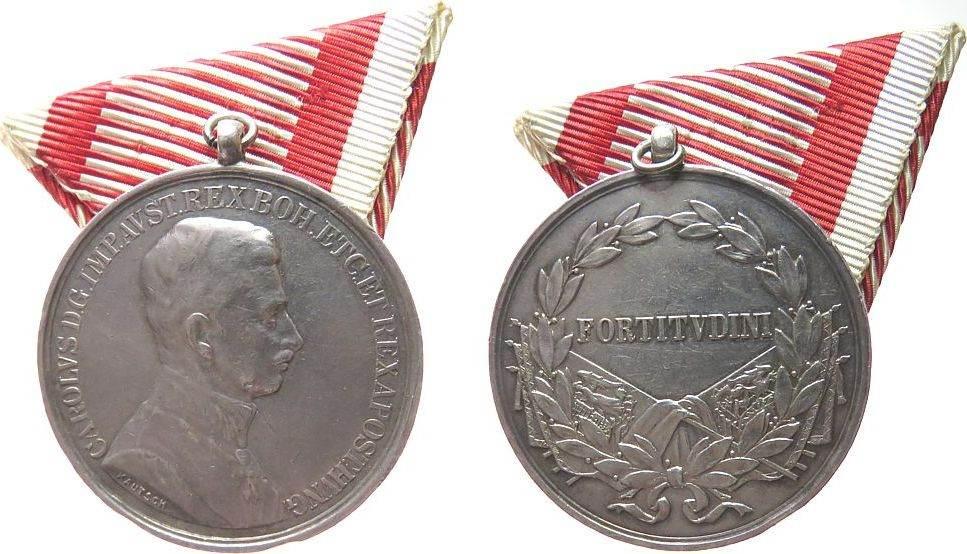 tragbare Medaille 1916 - 18 o.J. Österreich Silber Karl I (1916-18) - für Tapferkeit, Brustbild nach rechts / Fortitudini, v. Kautsch, ca. 19,60 Gramm, ca. 40 MM, Randpunze ss+