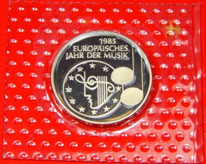 5 Dm 1984 Brd Europäisches Jahr Der Musik Noppenfolie Obh Polierte