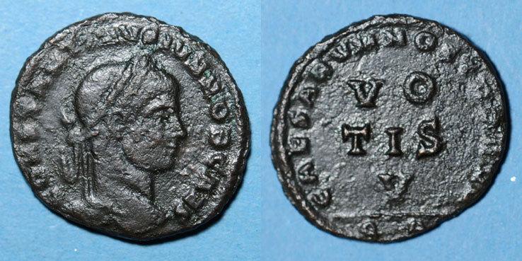 320-321 n. Chr. RÖMISCHE KAISERZEIT Constantin II, césar (317-337). Follis. Arles, 4e officine, 320-321. R/: VO / TIS / V R ! R ! Flan légèrement granuleux à l'avers sinon ss