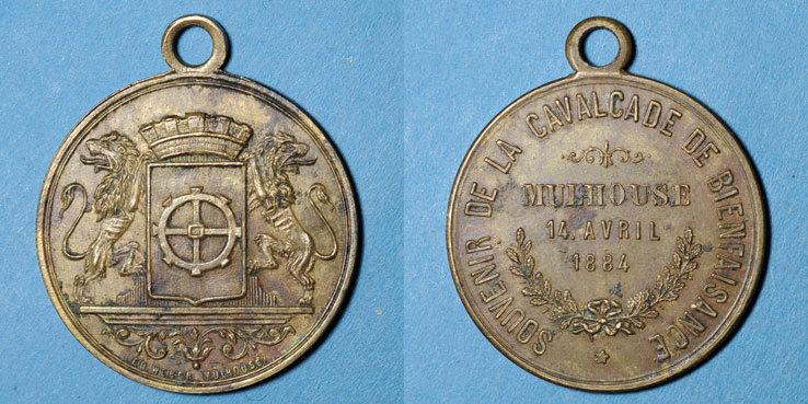 1884 ELSAß Alsace. Mulhouse. Cavalcade de bienfaisance. 1884. Médaille en laiton. 28 mm Taché, ss