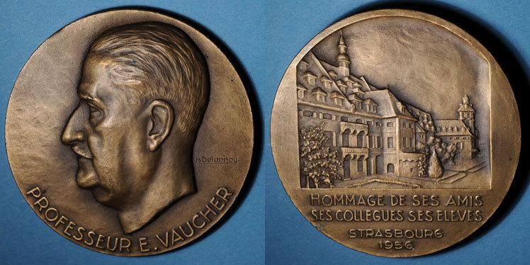 1956 ELSAß Strasbourg. Hommage au professeur E. Vaucher. 1956. Médaille bronze. 68 mm. gravée par M. Delannoy Petits coups / tranche sinon vz