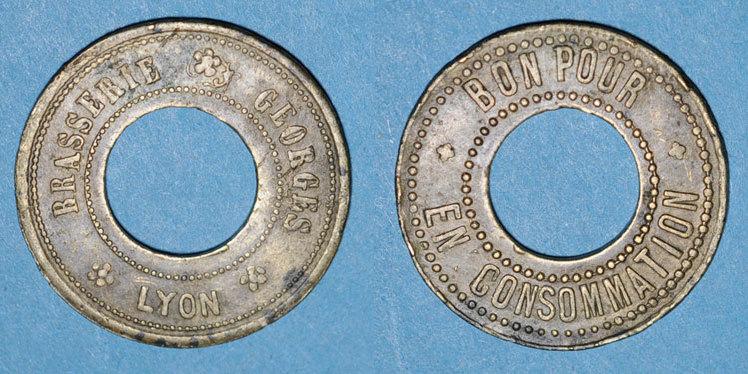 FRANZÖSISCHE NOTMÜNZEN Lyon (69). Brasserie Georges. 50 centimes (?) troué R ! Petites taches, ss