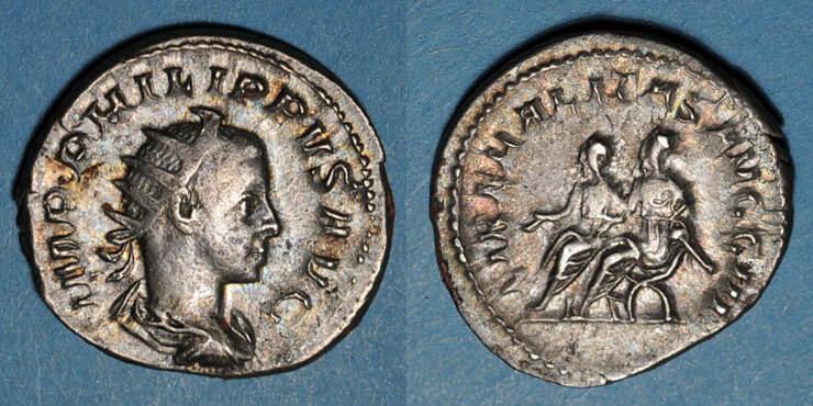 247 RÖMISCHE KAISERZEIT Philippe II, auguste (247-249). Antoninien. Rome, 247. R/: Philippe père et son fils assis à gauche ss+ / ss