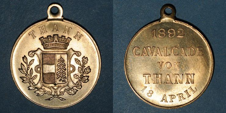 1892 ELSAß Alsace. Thann. Cavalcade. 1892. Médaille bronze, avec oeillet. 29,86 mm vz