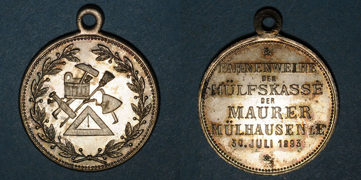 1893 ELSAß Alsace. Mulhouse. Consécration du drapeau de la Caisse de Secours des Maçons. 1893. Laiton argenté vz
