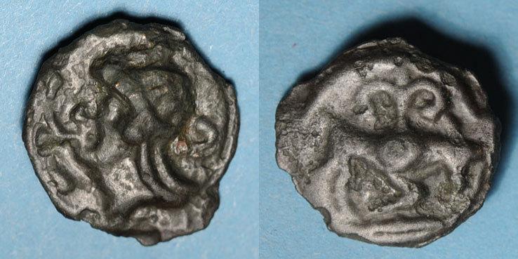 KELTISCHE MÜNZEN Leuques (région de Toul) (fin du 2e siècle - 1ère moitié du 1er siècle av. J-C). Potin ss