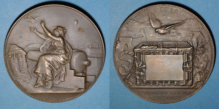 1870-1871 REVOLUTIONÄRE URKUNDEN und KRIEG VON 1870 Guerre de 1870-1871. Emploi des pigeons. Médaille bronze. 63 mm. Gravée par Degeorge Flan mat ! ss+