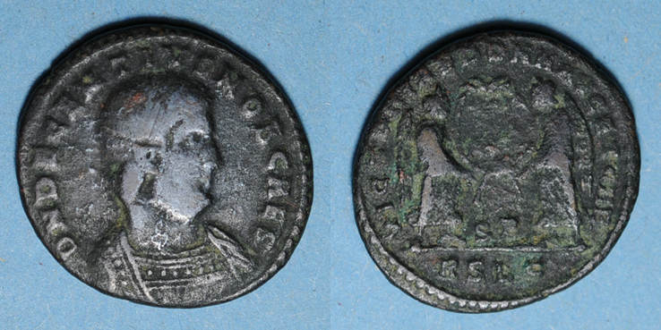 352 RÖMISCHE KAISERZEIT Décence, césar (350-353). Maiorina. Lyon, 2e officine, 352. R/: deux Victoires s