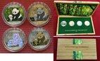 4 x 10 Yuan Silbermünzen 2012 China Silver Investment Coin - Panda Prestige Set 2012 BU mit aufwendiger Verzierung in Holzbox mit Zert.