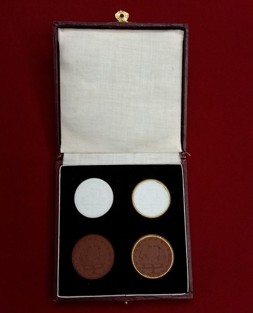 4 porzellanmedaillen 1925 deutschland wohnung und siedlung medaillensuite porzellan weiss und braun unc with box - Wohnung Braun Wei